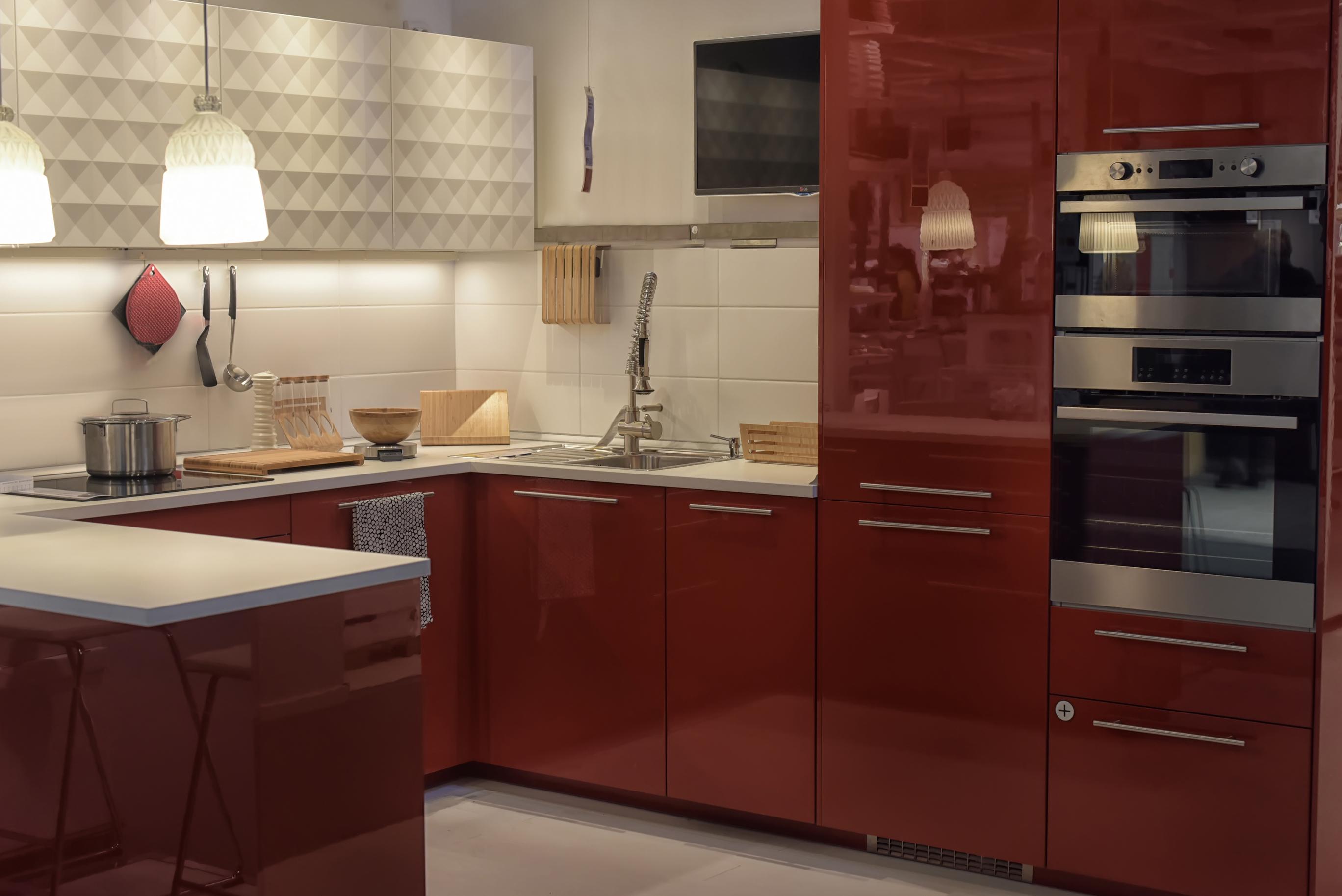 Virtuve raudonos spalvos